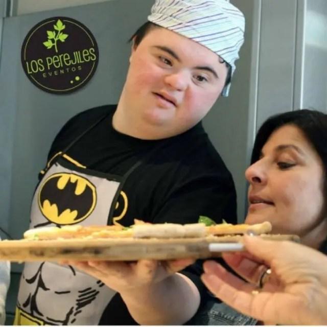 jovenes-sindrome-de-down-montan-pizzeria6
