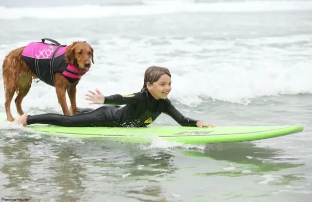 nino-autista-y-perro-surfista-5