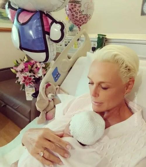 embarazada a los 54 años brigitte nielsen bebe nro cinco dar a luz nacio