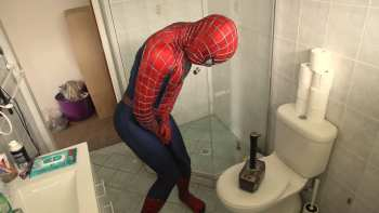 Thor Pranks Spider-Man By Leaving His Hammer Around
