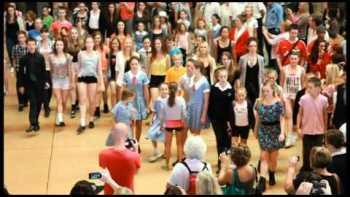 St. Patrick's Irish Dancing Flashmob In Central Station