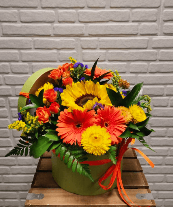 sombrerera de flores variadas