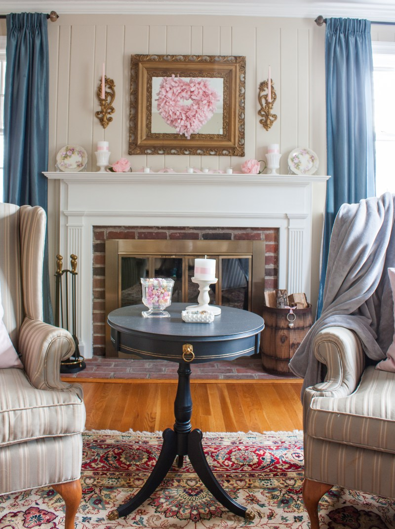 Romantic Valentine's Day Mantel - See a mantel decorated for Valentine's Day with vintage and get more decorating ideas from 20 home decor bloggers. #valentinesday #valentinesdaydecor #romanticdecor #vintage #vintagedecor