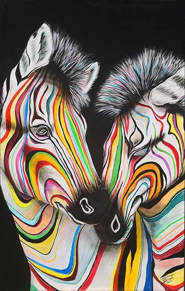 Tableau acrylique de zèbres aux rayures multicolores sur fond noir réalisés par l'artiste peintre et portraitiste animalière Virginie Brassart