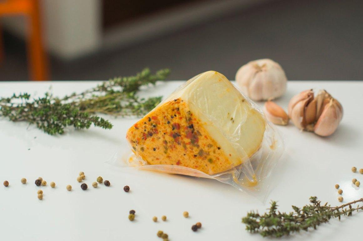 conservare sottovuoto - formaggio erbe e spezie