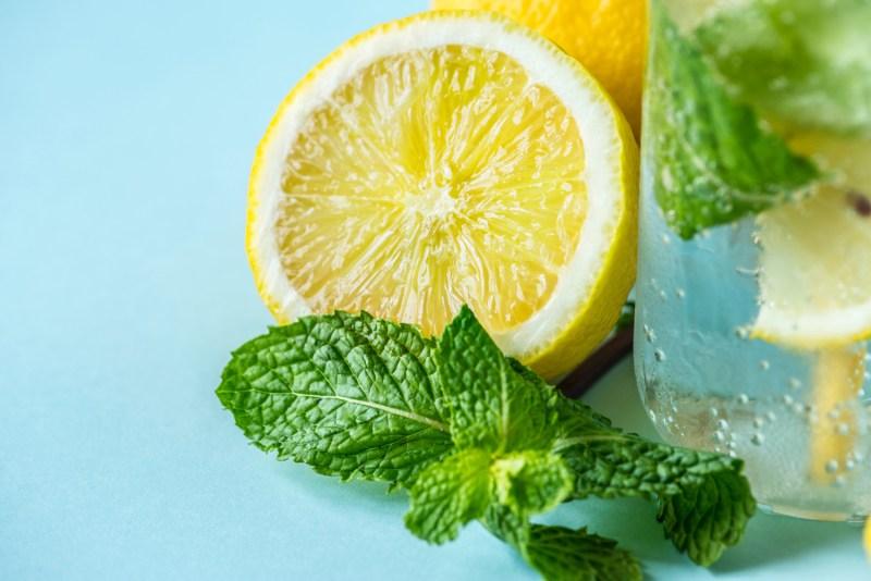 come-pulire-il-frigorifero - limone
