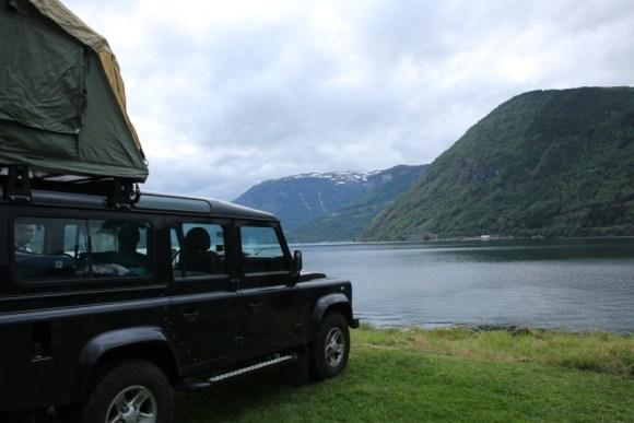 Blick auf den Sognefjord vom Campingplatz Kjørnes