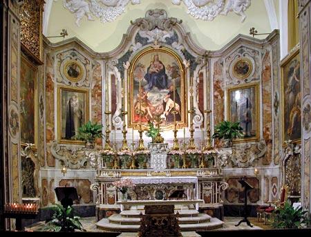 https://i1.wp.com/www.virtualsorrento.com/risorse/images/arti/chiese_monumenti/sm_grazie-altare.jpg