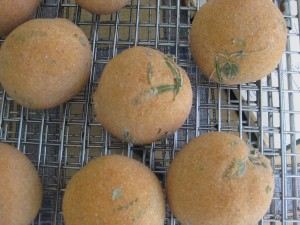 Recipe for easy buns with fresh herbs 4
