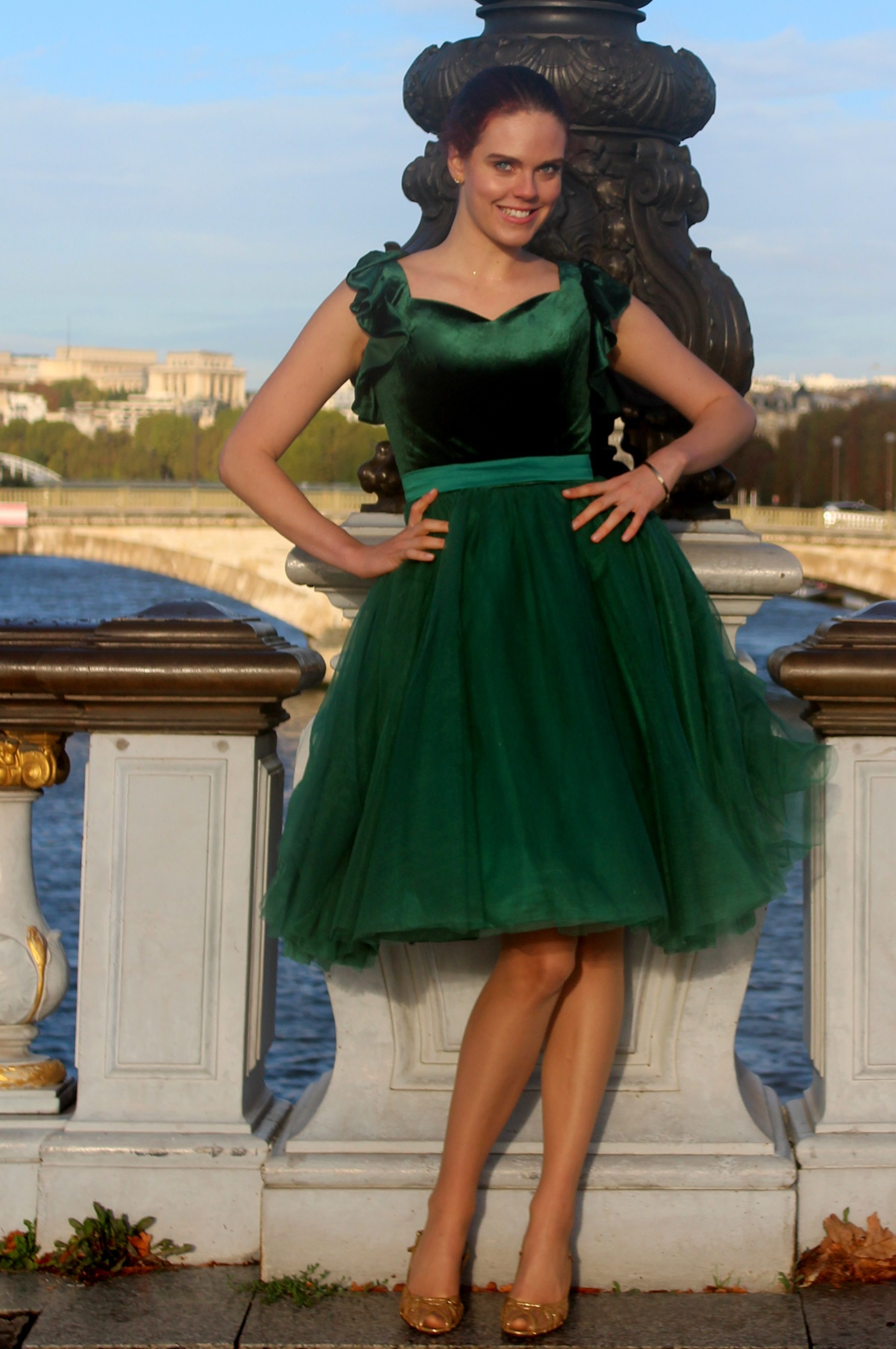 Noel Green Velvet Tulle Modest Prom Dress With Sleeves
