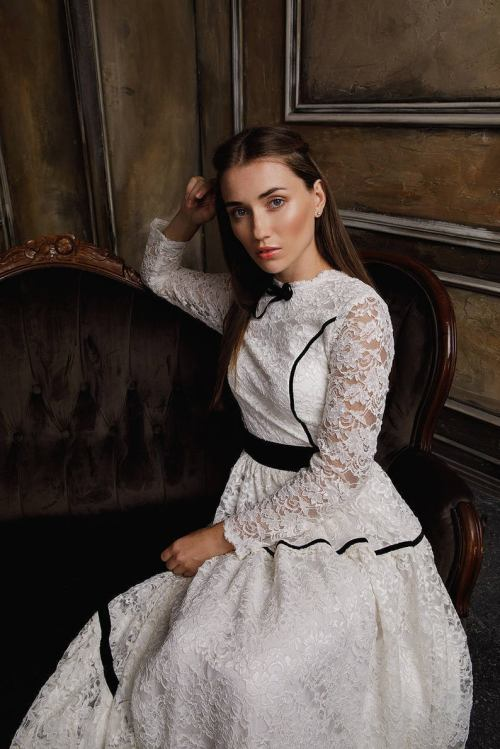 Black White Lace Modest Wedding Dress