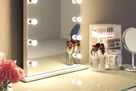 https://i1.wp.com/www.visagiespiegels.com/wp-content/uploads/2016/07/Make-up-spiegel-met-lampen-k113m-7.jpg?resize=450,300