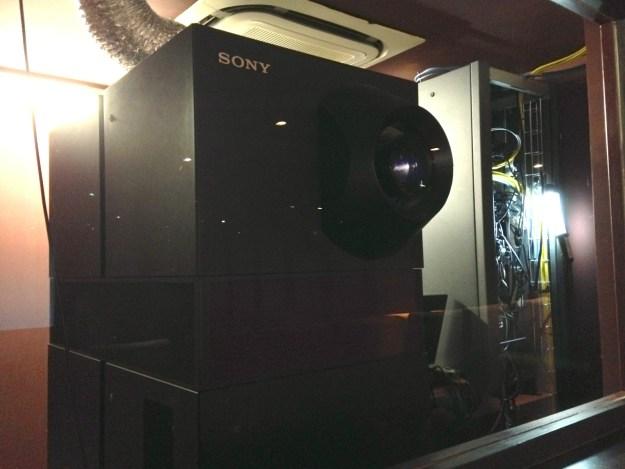 Projecteur Sony 4K du Mk2 Grand Palais. Le spectateur a rarement l'occasion de s'en approcher si près.