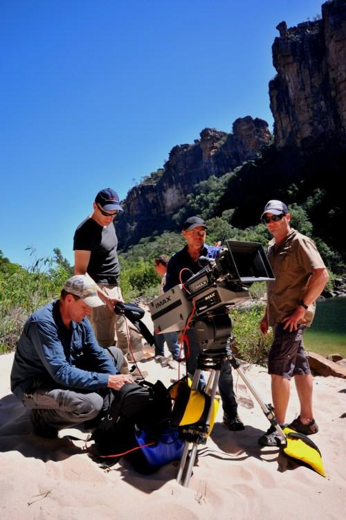 L'équipe autour d'une caméra IMAX.