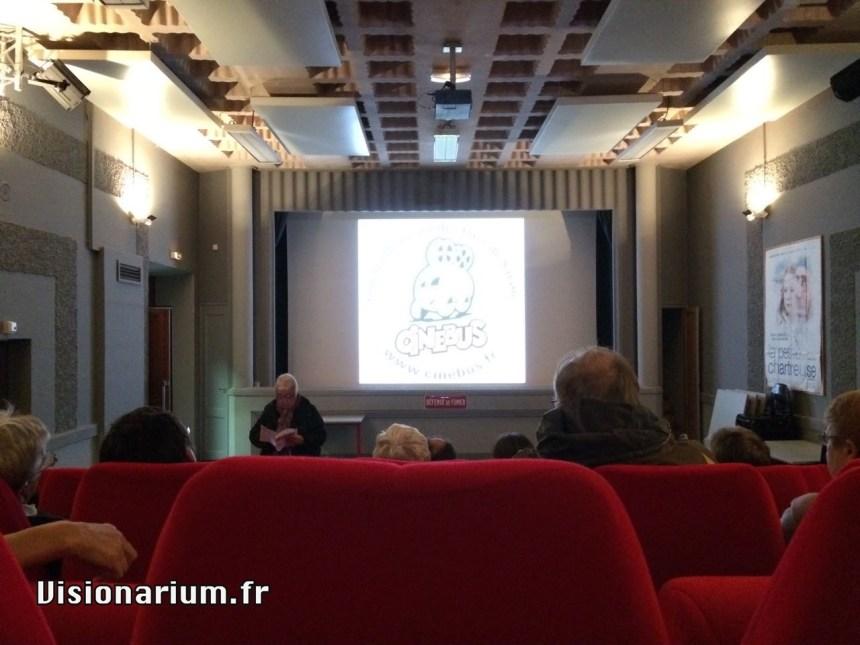 Introduction à la soirée et présentation des prochaines séances par Cinébus.