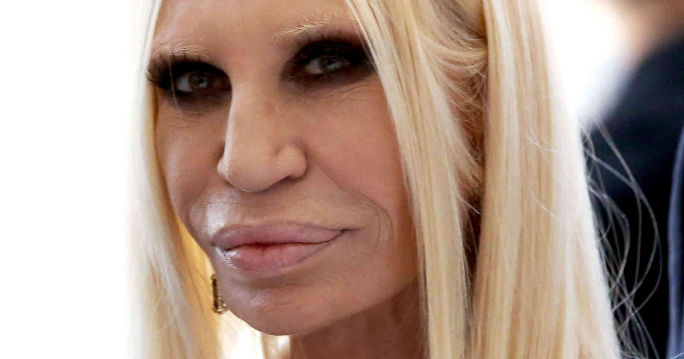 Donatella versace heiress to the throne visionary for Donatella versace beach
