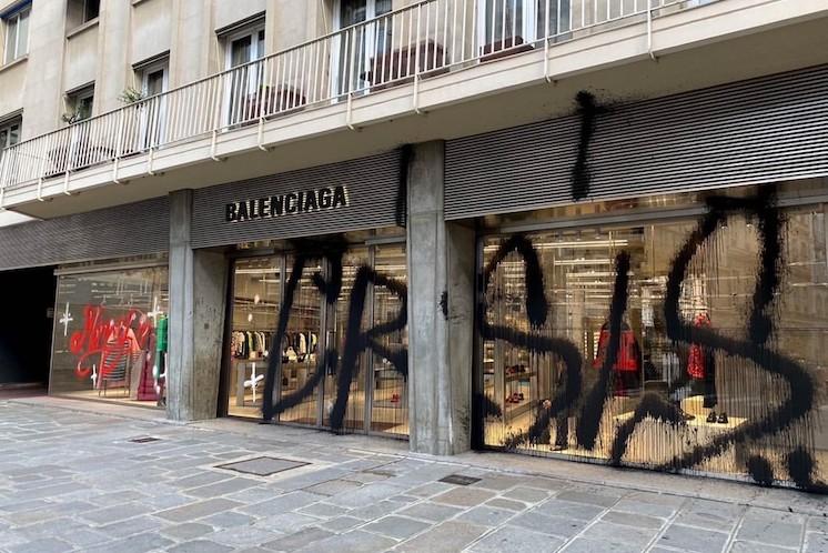 Kidult – Merry Crisis@Balenciaga 1