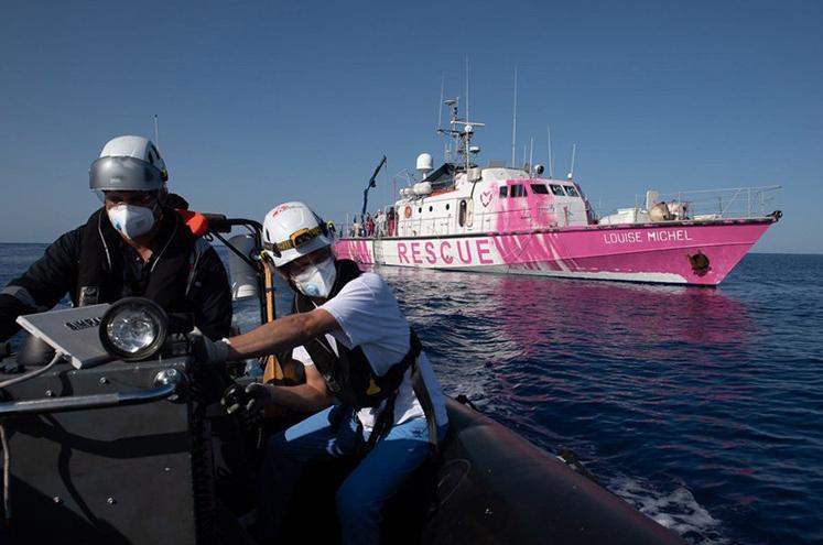 banksy-louise-michel-rescue-boat-refugees-mediterranean-designboom-4
