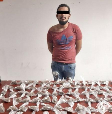 DETIENE SSP A HOMBRE CON 120 PAQUETES DE HIERBA CON APARIENCIA DE DROGA