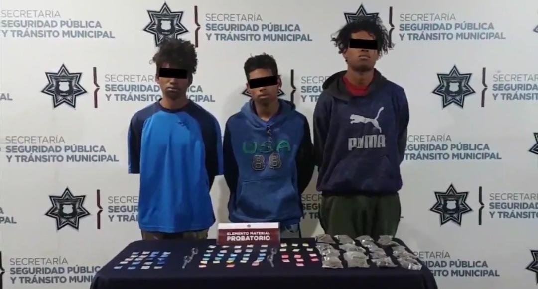 EN COMBATE FRONTAL CONTRA EL NARCOMENUDEO, DETUVO POLICÍA MUNICIPAL DE PUEBLA A TRES HOMBRES