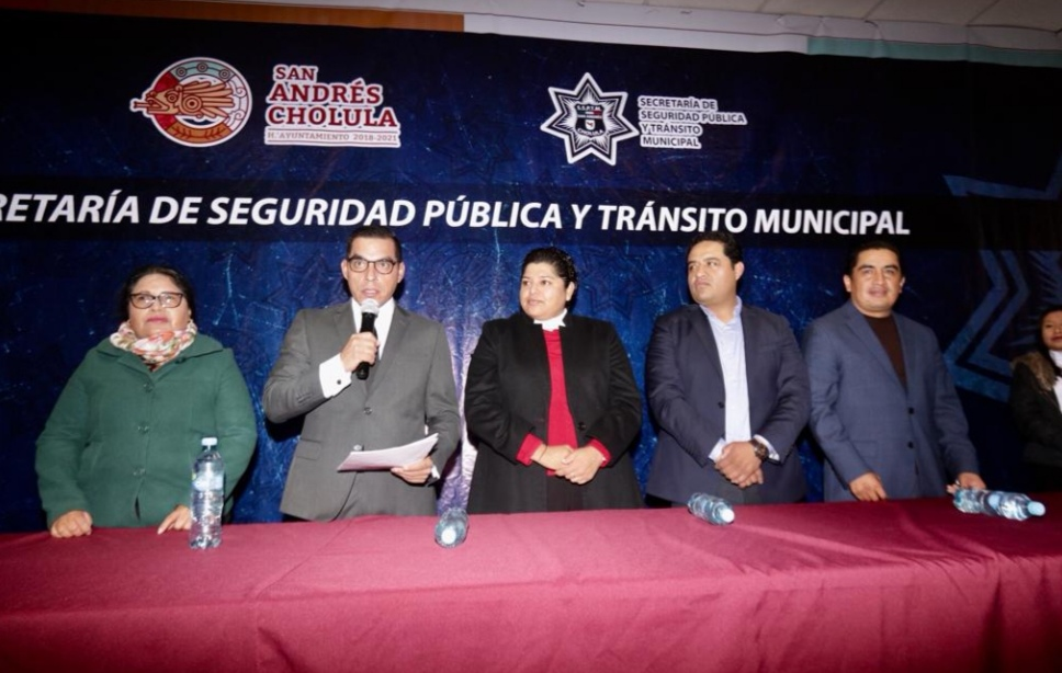 CON UNA INVERSIÓN DE 5 MILLONES DE PESOS , KARINA PÉREZ POPOCA ENTREGA UNIFORMES A POLICÍAS DE LA SSPTM
