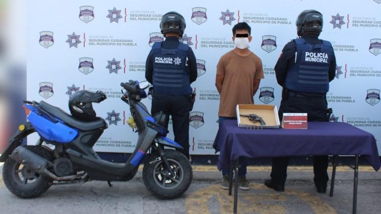 """UBICÓ Y DETUVO POLICÍA MUNICIPAL DE PUEBLA AL """"LOMPE""""; ESTARÍA RELACIONADO EN LA COMISIÓN DE UN ROBO CONTRA USUARIOS DE LA RUTA BULEVARES CU"""