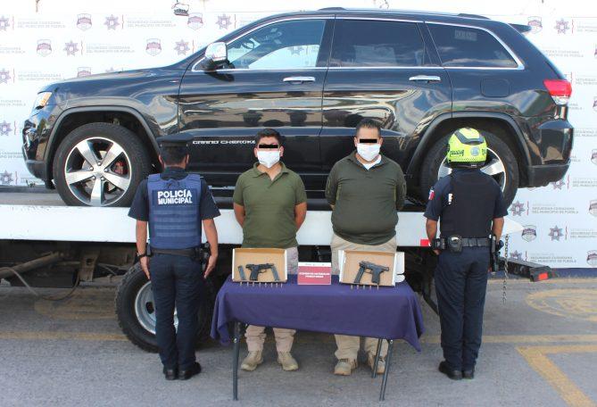ASEGURÓ POLICÍA MUNICIPAL DE PUEBLA DOS ARMAS DE FUEGO; UNA PAREJA FUE DETENIDA