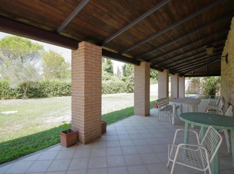 26 - Giove - Villa con Piscina - Portico