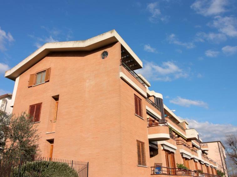 2 - Amelia - Appartamento - Via C.A. dalla Chiesa - Esterno Particolare