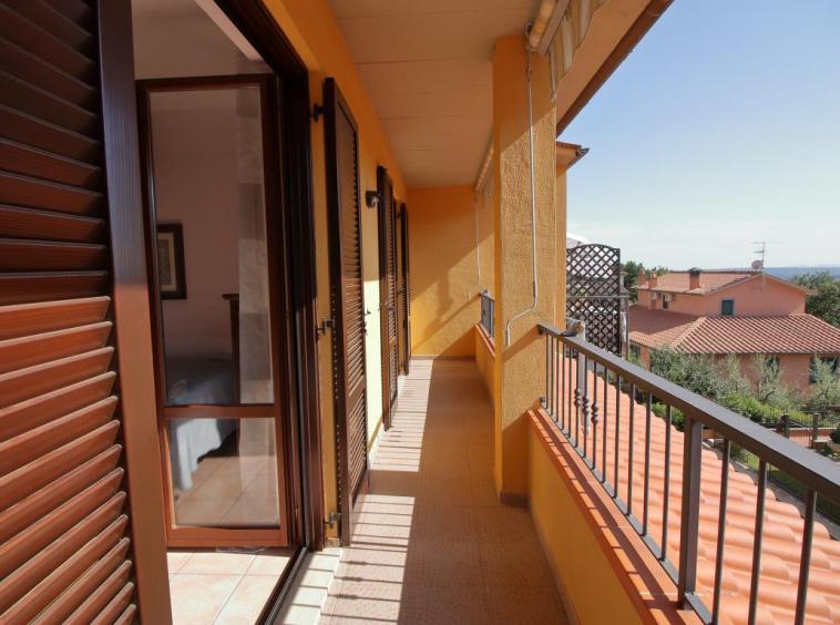 34 - Amelia - Strada del Fondo - Villa Trifamiliare - Balcone