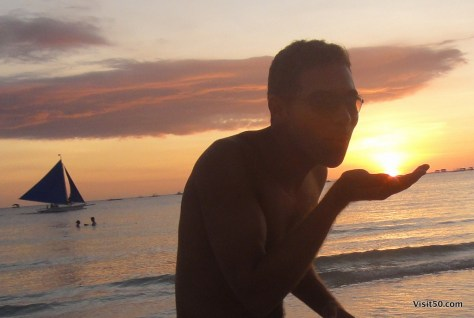 capturing the sunburst in my hand in Boracay