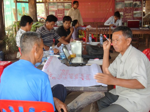 Banteay Chhmar CBT members prepare SWOT analysis