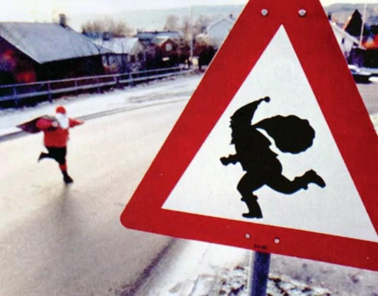 Julenissen observert i fullt sprang i Osloveien rett før jul for noen år siden.