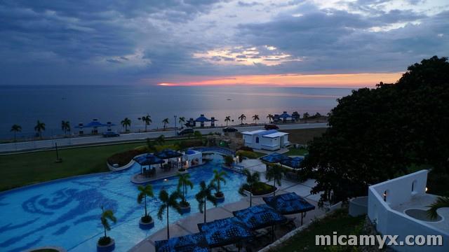 Sunset at Thunderbird Poro Point Resort : Photo by Micamyx