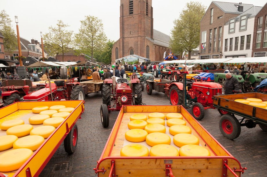 Guide to the cheese markets of The Netherlands to visit | Best things to do in Woerden, The Netherlands | Information about the Woerden cheese market | Boerenmarktstad_Woerden