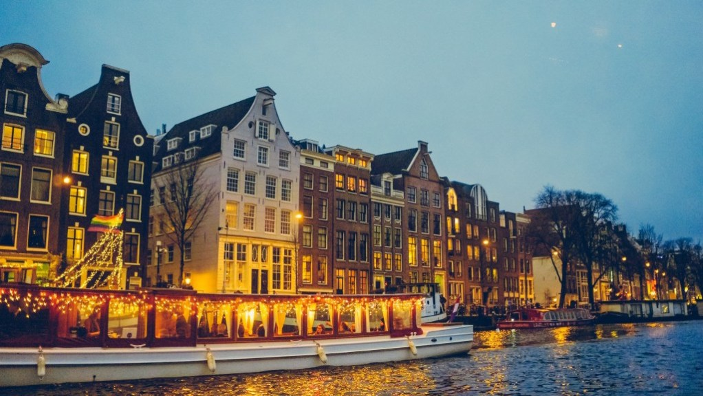 Best_Christmas_markets_of_Amsterdam___Best_things_to_do_in_Amsterdam_in_December___Best_Christmas_markets_of_The_Netherlands