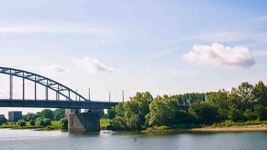 John Frost bridge, rijnbrug, in the Dutch city of Arnhem, Gelderland, The Netherlands