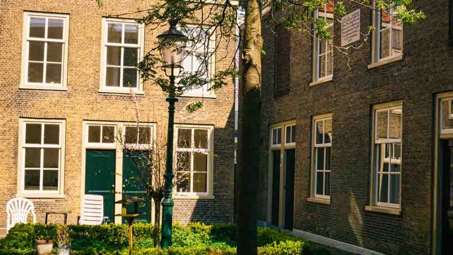 The oldest courtyard in Dordrecht seen during a free walking tour