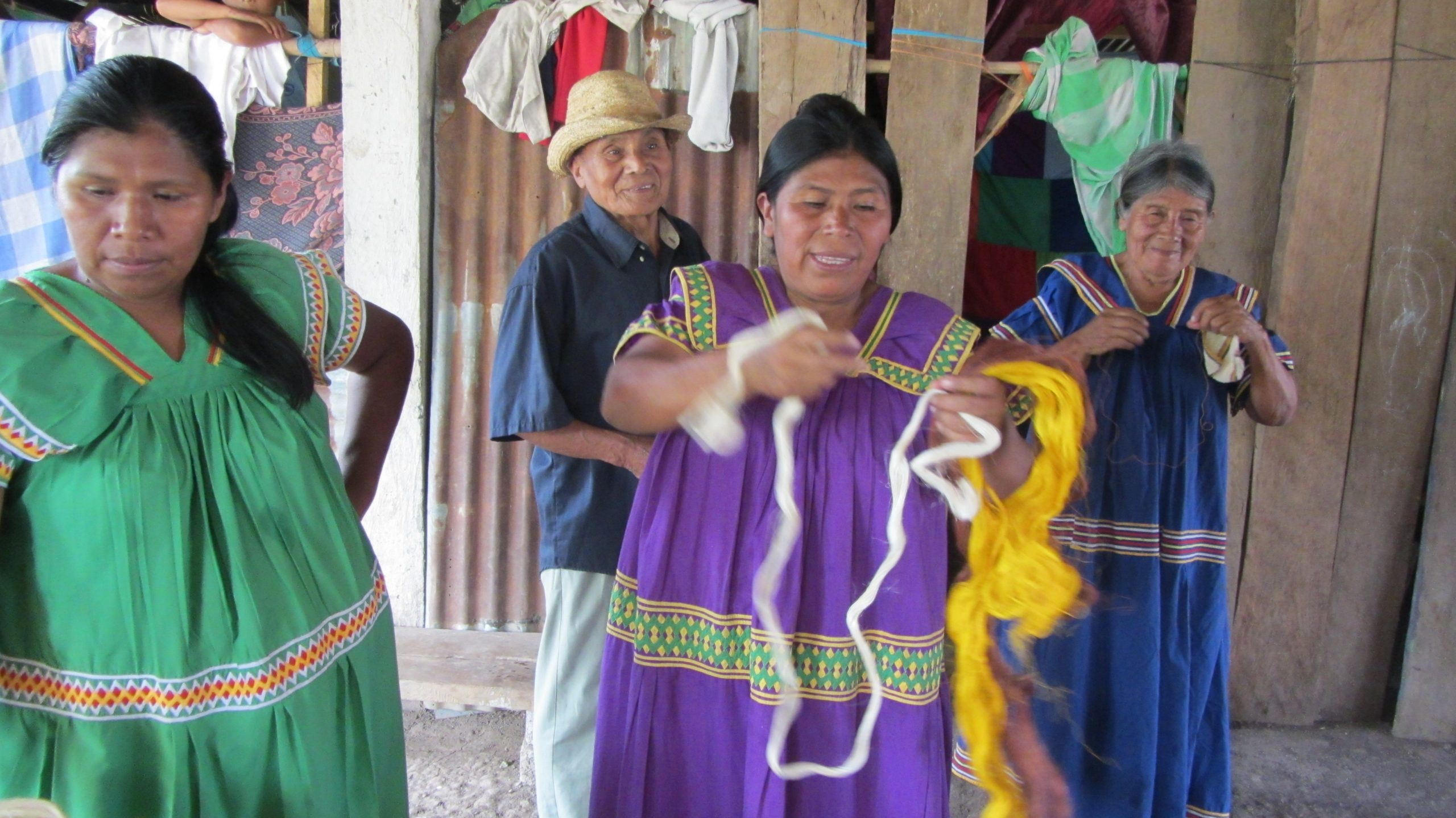 Ngöbe woman making traditional bags