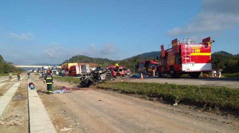 Duas pessoas morrem após colisão na BR-470 em Ilhota