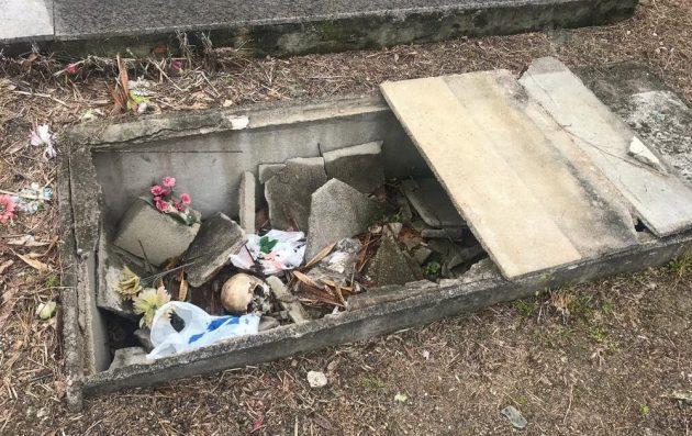 Maior cemitério de SC tem ossadas à mostra e túmulos quebrados