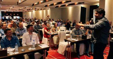 Presidente da Avantis palestra em evento internacional de Ortodontia em Dubai