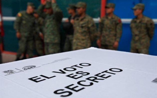 Resultado de imagen para simulacro de la consulta popular ecuador