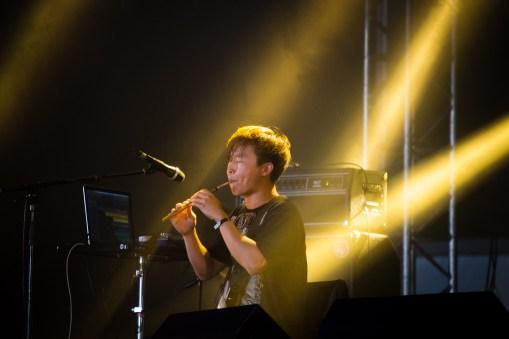 Lee Il-woo avec Jambinai au Hellfest le 17 juin 2016