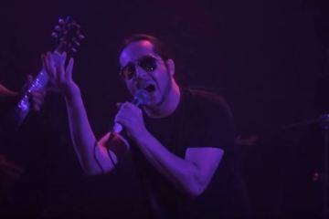 Daron Malakian avec Millenials au Troubadour pour des reprises de Scars on Broadway et System of a Down