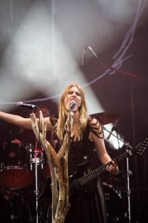 Amalie Bruun avec Myrkur au Hellfest le 18 juin 2016