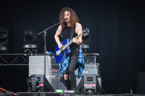 Oli Brown de RavenEye au Hellfest le 19 juin 2016