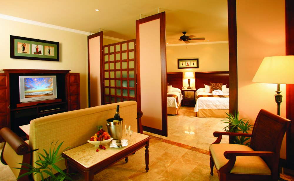 Golden Swim Up Junior Suite From Photo Gallery For