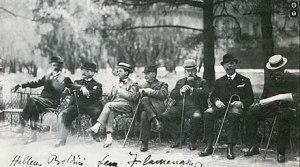 Giovanni Boldini. Il piacere. Story of the Artist (video still) Boldini con un gruppo di artisti al Bois de Boulogne nel 1916