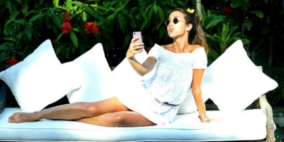 tess masazza piedi selfie